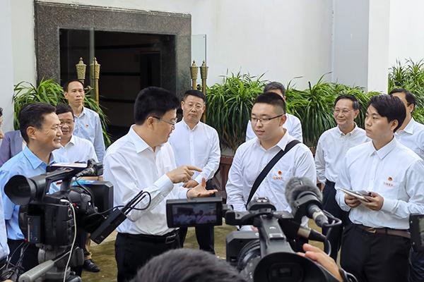 省委常委孫大海勉勵三亞學院為海南自貿港培養更多人才.jpeg